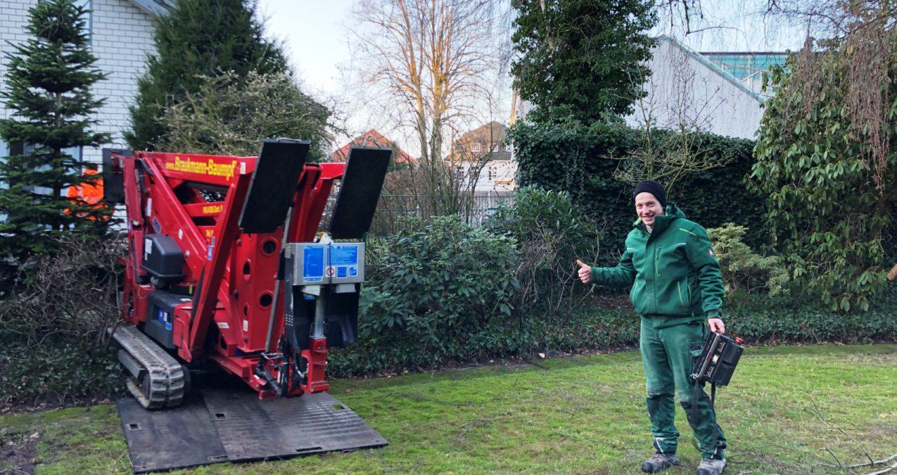 Braukmann Baumpflege der CTE Hubsteiger ist so schmal, dass er in jeden Garten kommt.