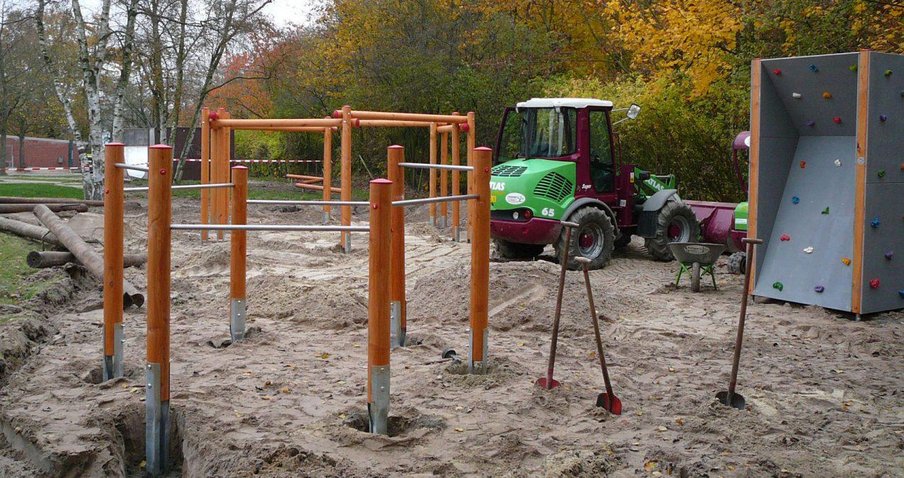 Artikel-Spielplatzbau Erdbauarbeiten für die Turstange