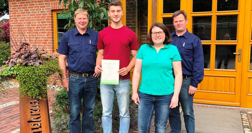 Peer Sandersfeld hat als bester Landschaftsgärtner in Niedersachsen seine Gesellenpüfung absolviert.